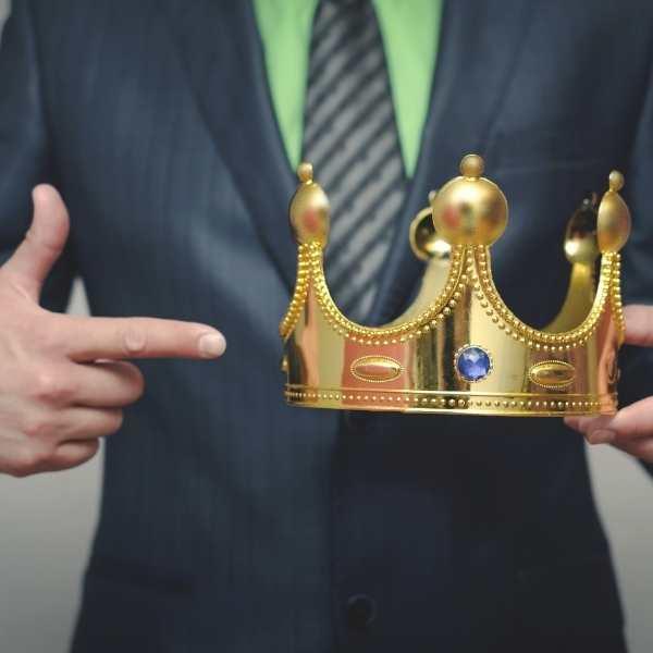 עופר ארז מעשה מבן מלך ובן שפחה